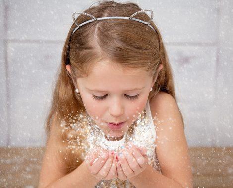christmas-portrait-kids-snow-blowing