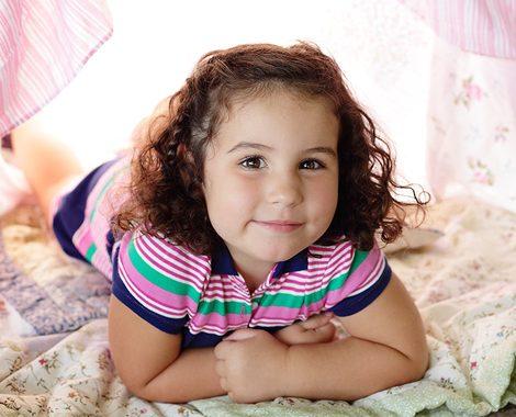 kids-portrait-girl-tent