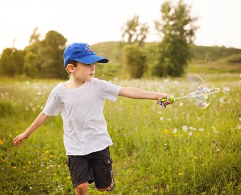 summer-portati-boy-feild-bubbles