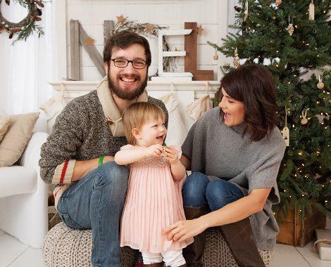 christmas-family-portrait-tree-fireplace
